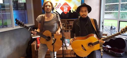 Gitaarduo The Acoustics live akoestisch optreden bij NPO Radio 2